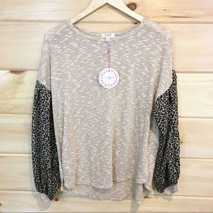 Umgee | Top with leopard print sleeves